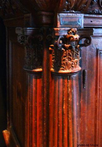 pilastre motif cannelures meuble renaissance