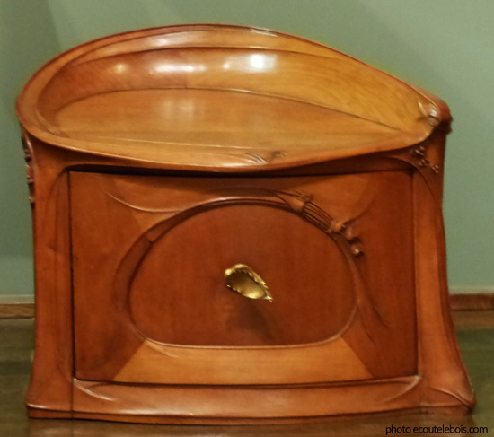table de chevet guimard poirier 1903 ecoutelebois