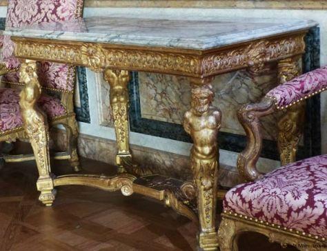 table Louis XIV bois sculpté doré Louvre