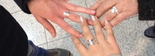 mains bagues amitié