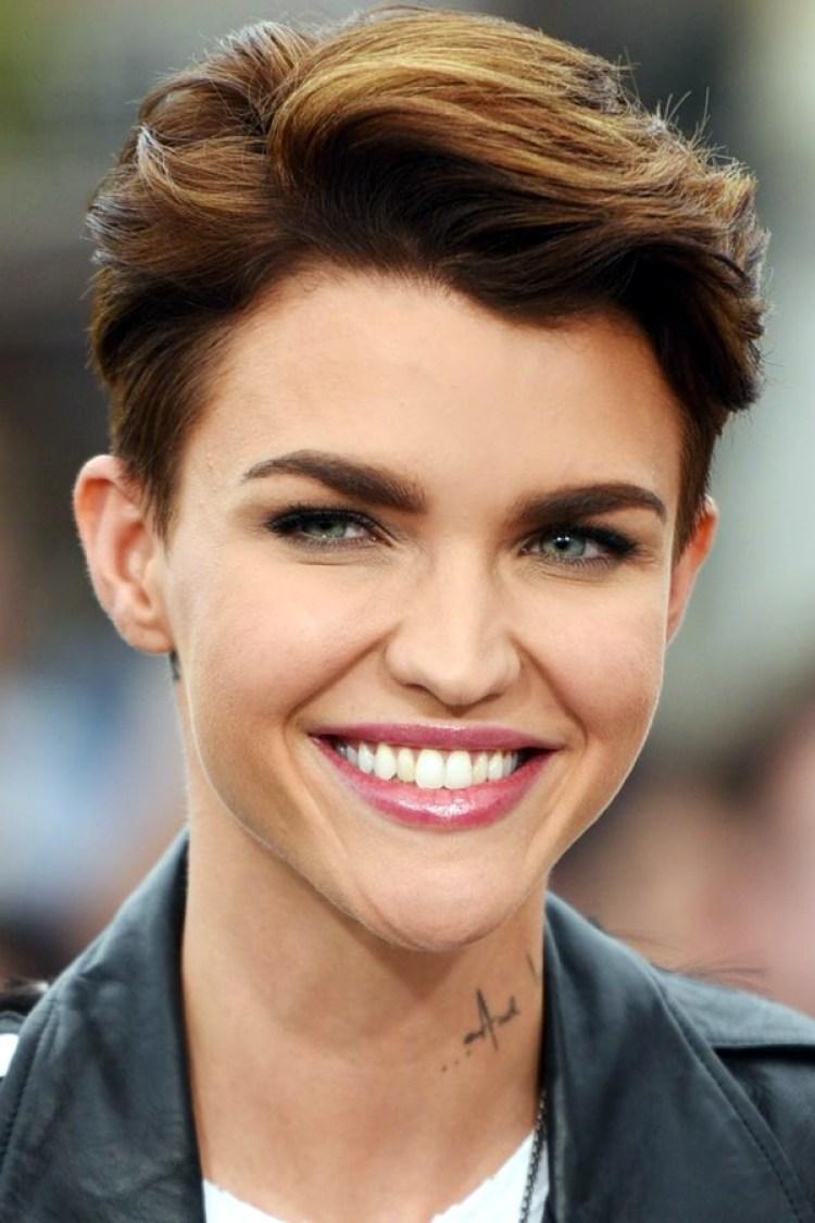 42 Pretty Pixie Haircut Ideas for Short Hair @ Ecstasycoffee
