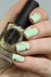 elegant and amazing green nail