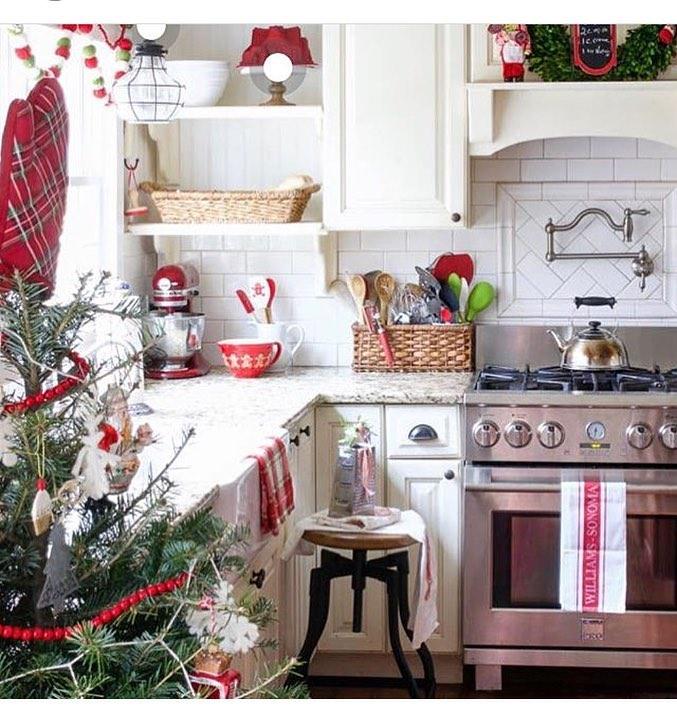 46 Best Christmas Kitchen Decorating Ideas » EcstasyCoffee