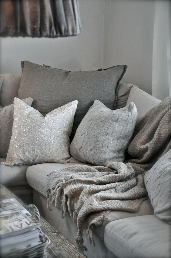 35 Best Colorful Throw Sofa Pillows Ideas 187 Ecstasycoffee