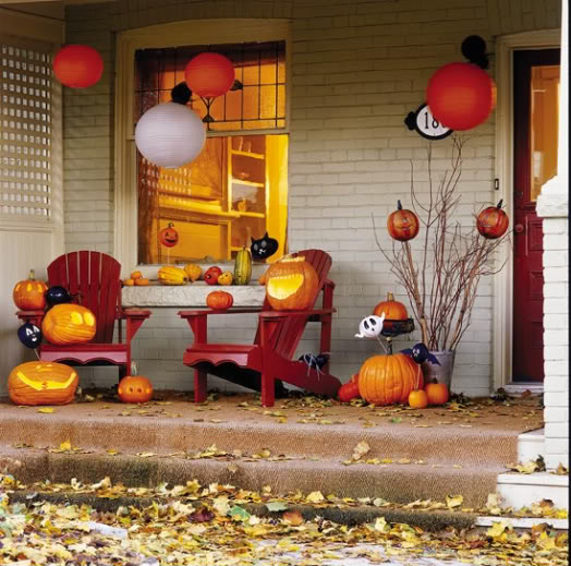 40 Lovely Thanksgiving Porch Decor Ideas To Add Beauty To