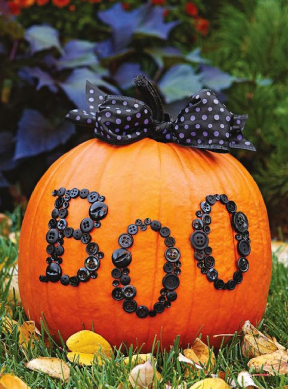 decorate-your-pumpkins-with-buttons