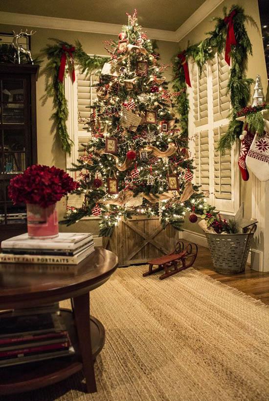 festive-traditional-christmas-tree