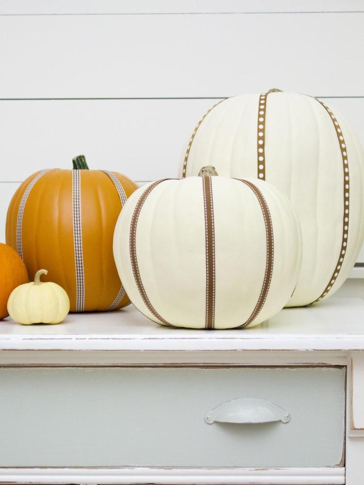 ribbon-embellished-pumpkins