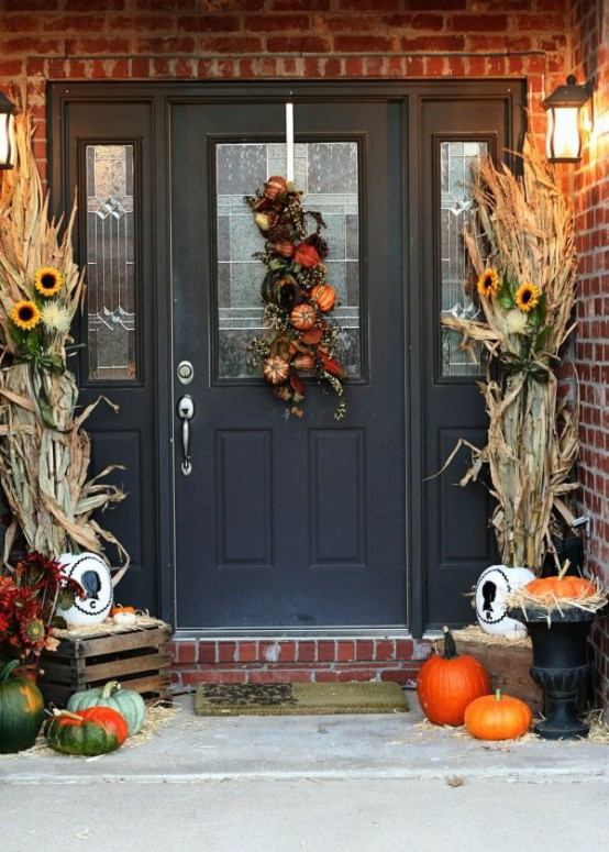 40 easy thanksgiving front door decorations ideas. Black Bedroom Furniture Sets. Home Design Ideas