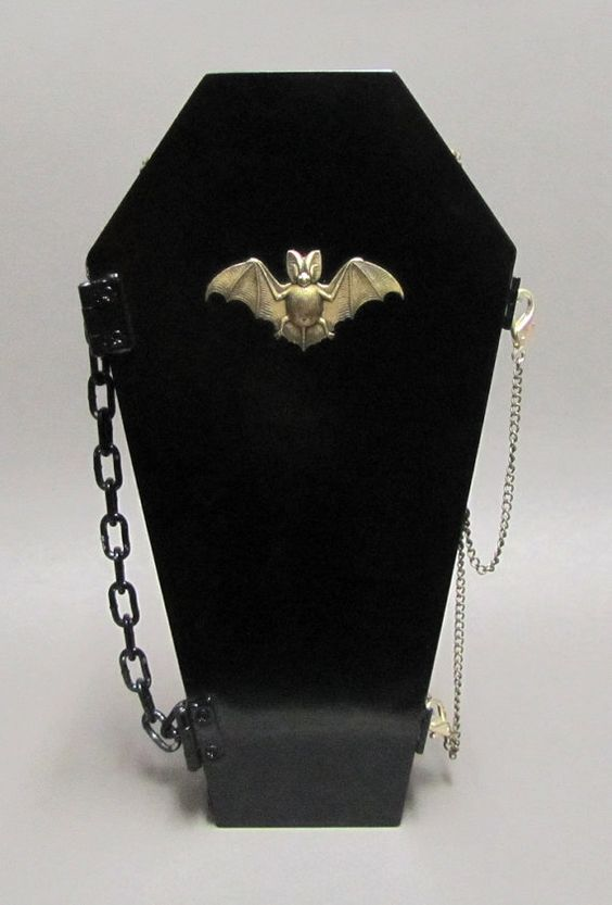 vampire-bat-gothic-hand-bag