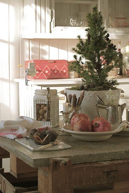 Christmas kitchen 75 creative kitchen decorating ideas - Cute kitchen decorating themes ...