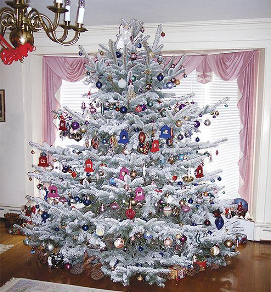 75 creative christmas tree decorating ideas that will bring joy to your home