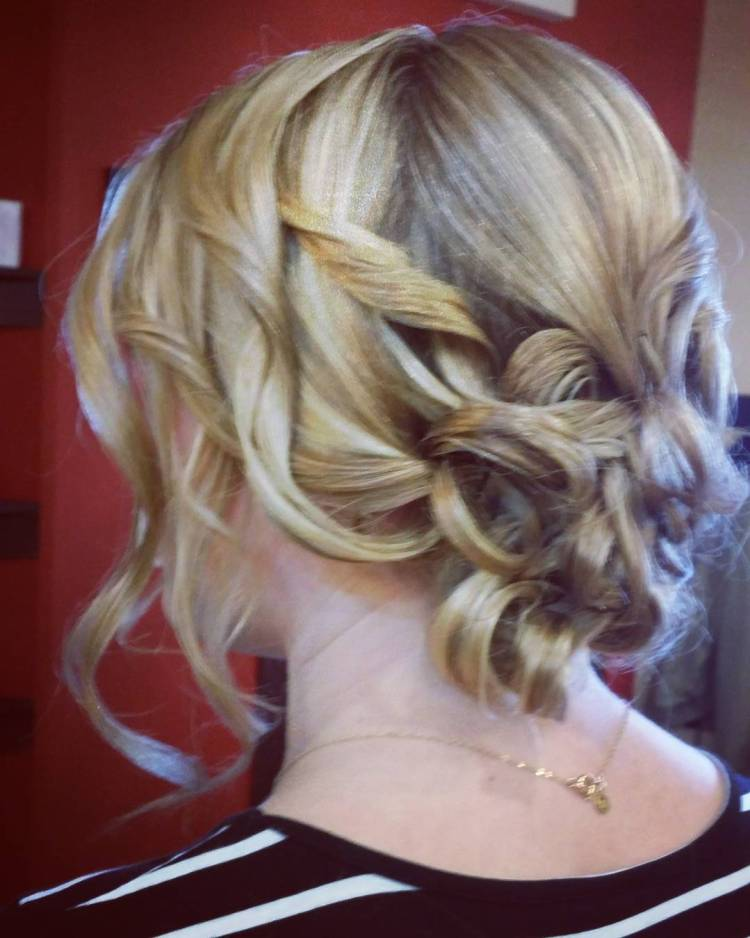 30 Chic And Cute Homecoming Hairstyles Ideas For Women To
