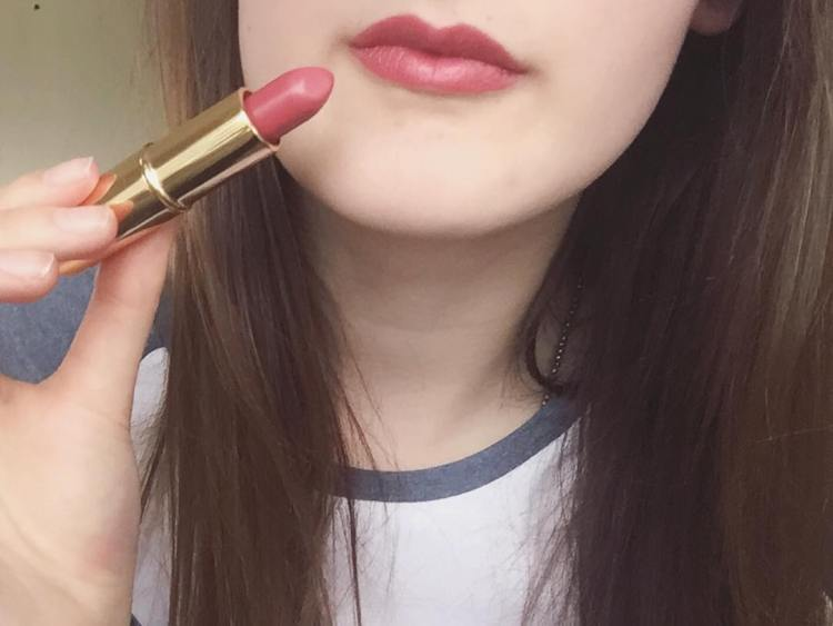 #purecolorlipstick #shimmer #creme #blushing #candy #pinkparfait #blogpost #blogupdate #newyorkappleblog #lipstick #lips #beautyblogger #makeupblogger #fashionblogger