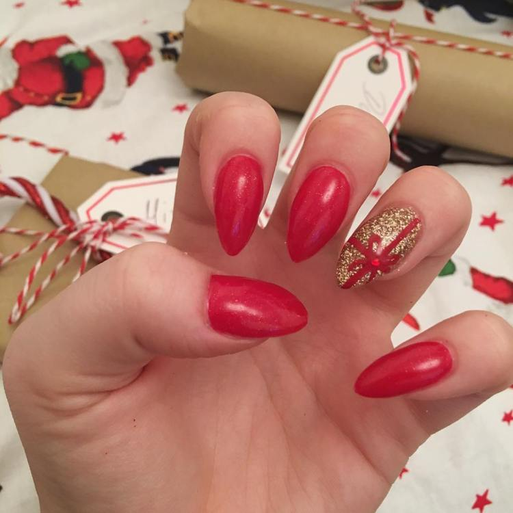 Christmas set of acrylics ft the best background 🤶🏻