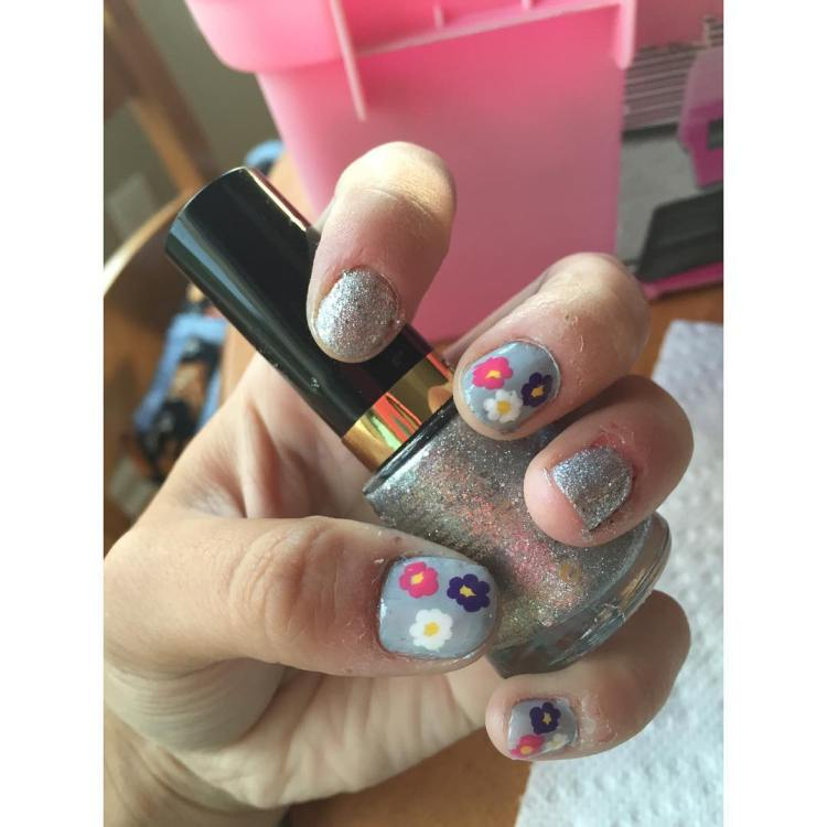 45 trendy sparkly nail art ideas to remain in style flower design flowers dots nails nailart nailpolish naildesign blue prinsesfo Gallery