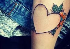 #girlswithtattoos #guyswithtattoos #heart #hearttattoos #hearttattoo #loveheart #lines