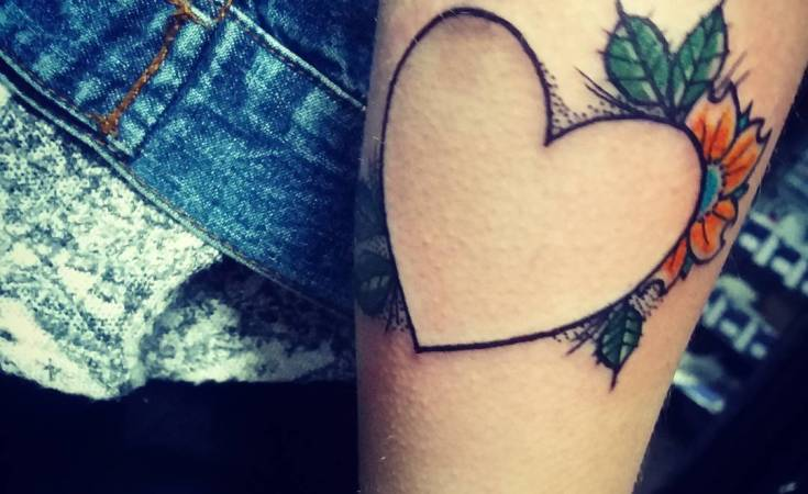 #girlswithtattoos #guyswithtattoos #heart #hearttattoos #hearttattoo #loveheart #lines