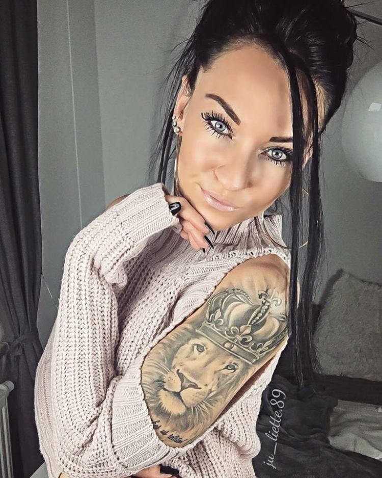 Lovely lion tattoo