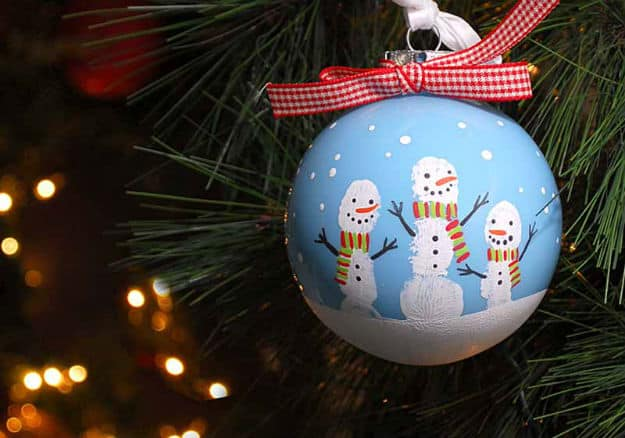 Simple DIY Fingerprint Snowman Ornament via plaid online