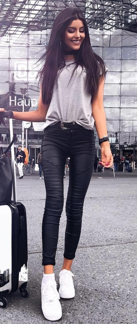 Grey Tee + Black Skinny Jeans + White Sneakers