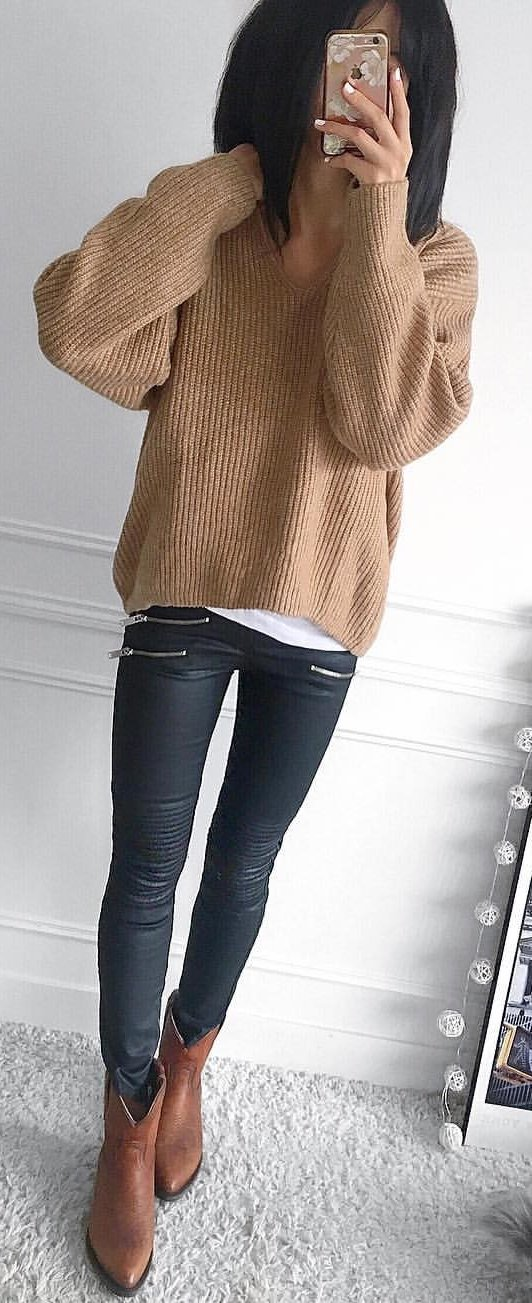 brown knit v-neck sweater with black leather leggings and brown boots outfit