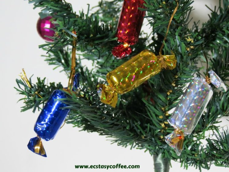 Christmas Decorations To Make Yourself.20 Stunning Diy Christmas Crackers Bon Bons Ecstasycoffee