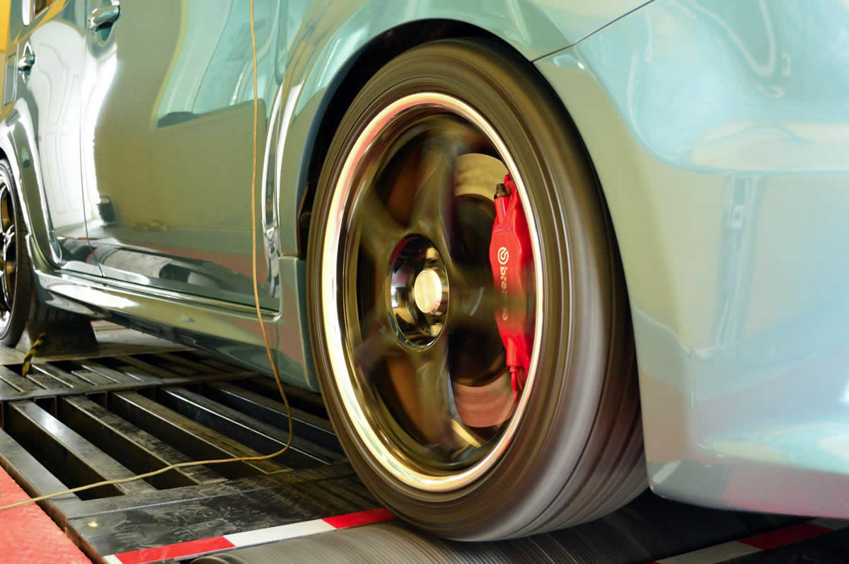 hight resolution of  2010 nissan cube z12 front offside wheel on rpt dyno in thailand