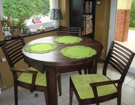 stół drewniany okrągły mały bukowy