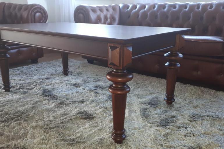Toczona noga w stoliku kawowym