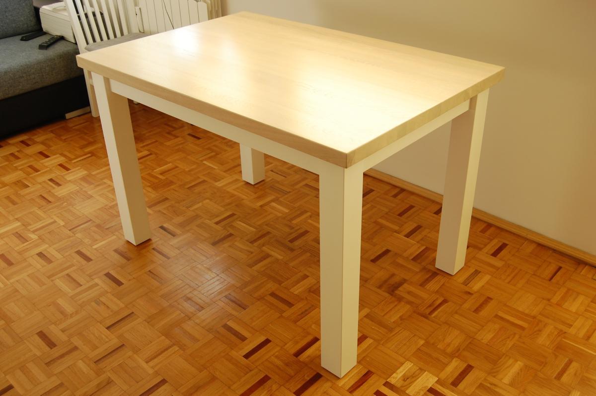 stół z drewna bukowego białe nogi naturalny blat