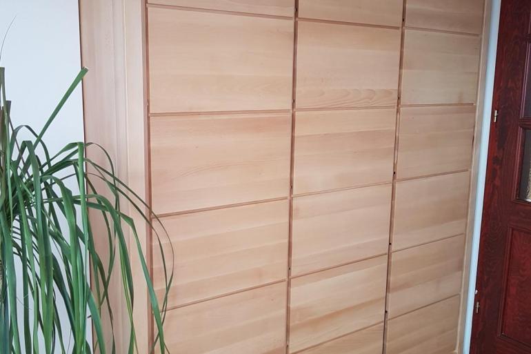 szafa trzydrzwiowa z litego drewna bukowego