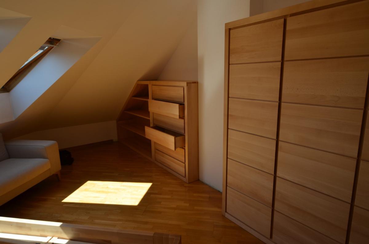 sypialnia z litego drewna poddasze