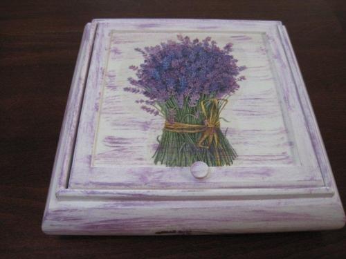 drewniane pudełko na drobiazgi