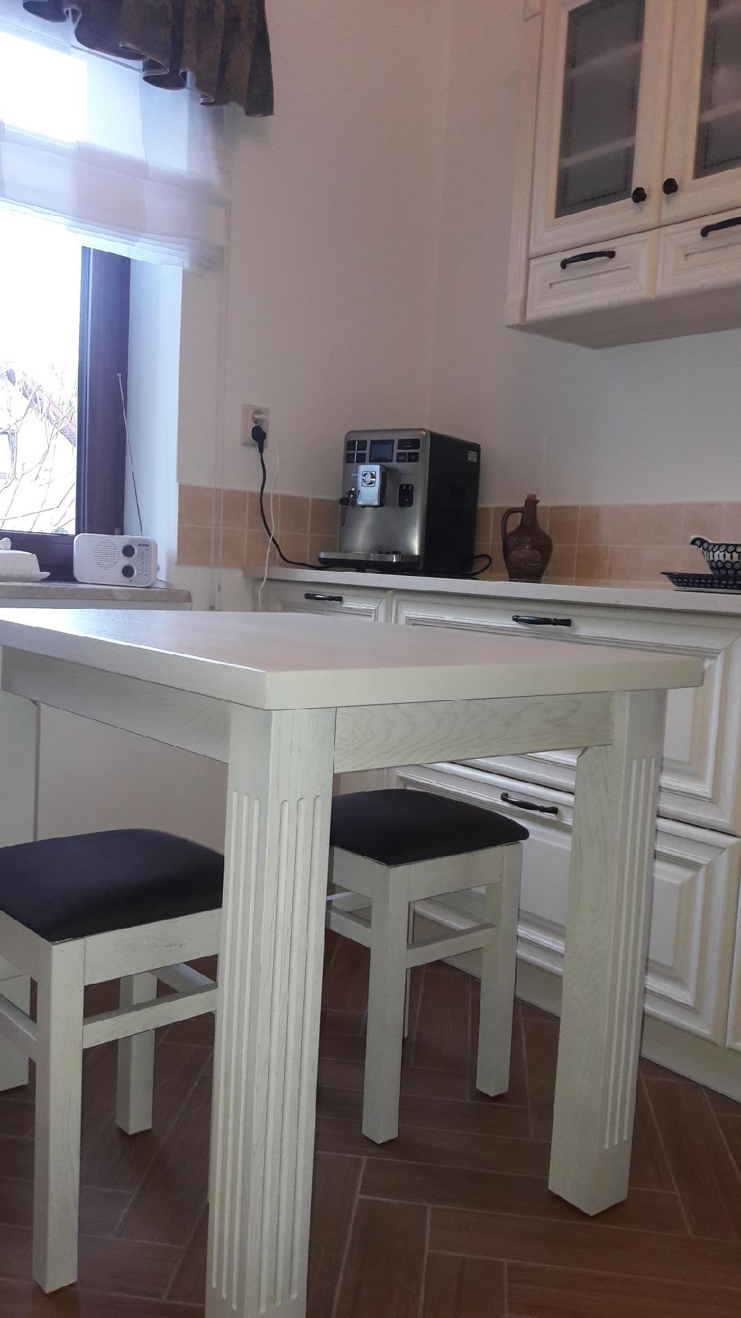 komplet kuchenny stół i taborety dąb biały