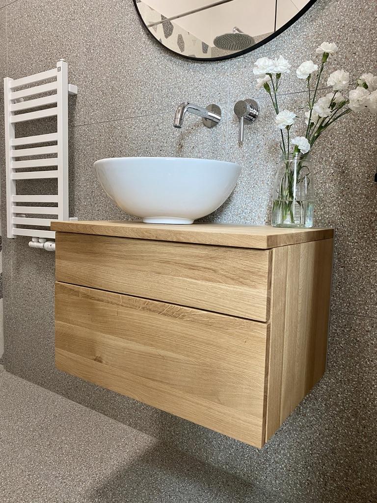 komody łazienkowe drewniane