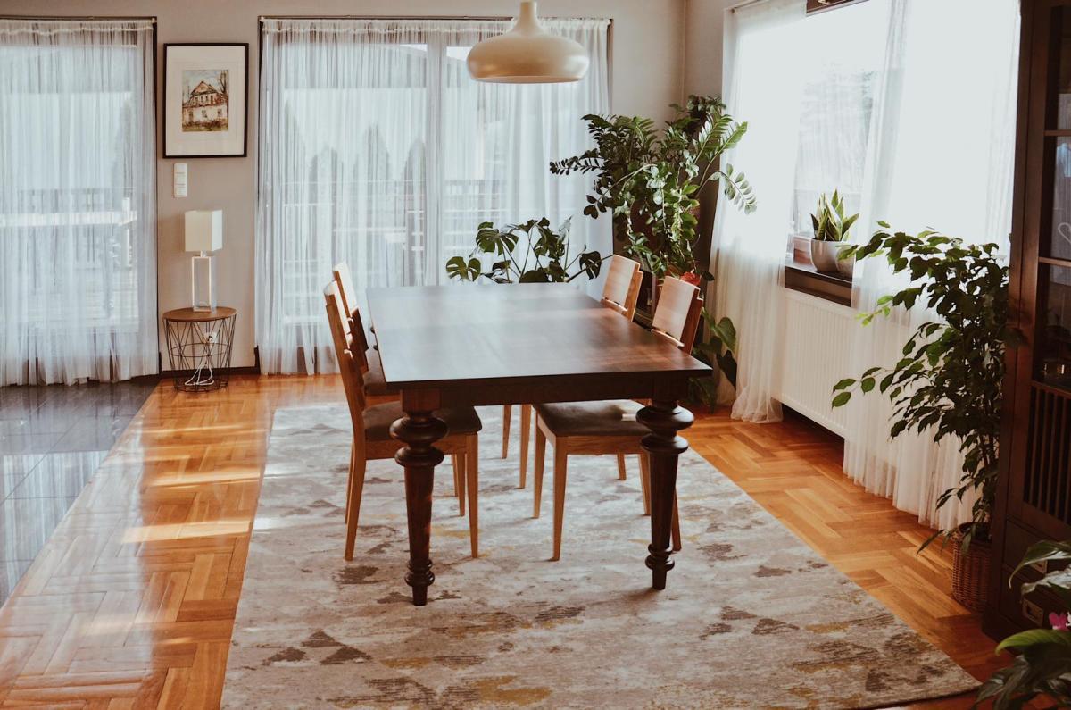 stół drewniany toczone nogi