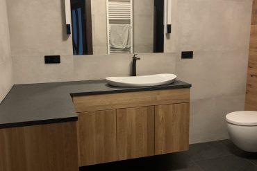 łazienka dębowa blat granitowy