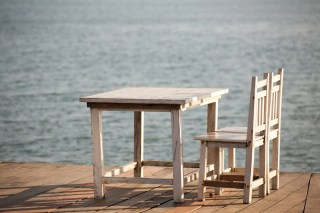 table chairs dock