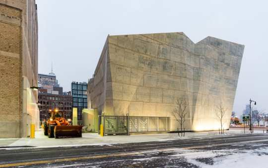 dattner-architects-nyc-Salt-Shed_exterior_snow-truck-928x580
