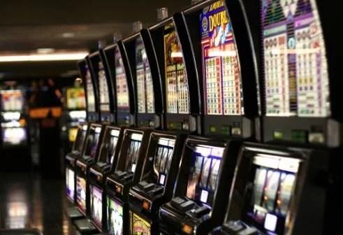 Online Slots & Jackpots