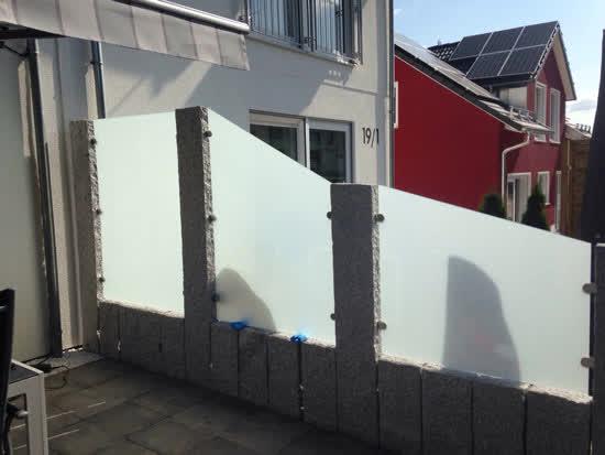 Sichtschutz Terrasse Mit Granit Und Glas