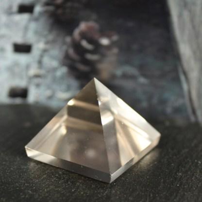 piramide bergkristal gepolijst helder