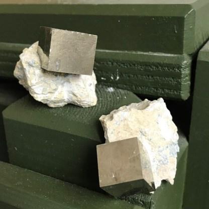 pyriet blokje gesteente ruw