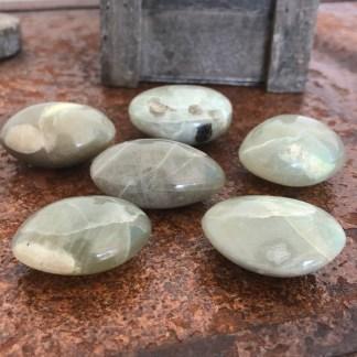 maansteen groen zaksteen gepolijst