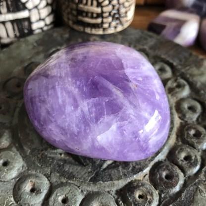 amethist handsteen gepolijst mineralen