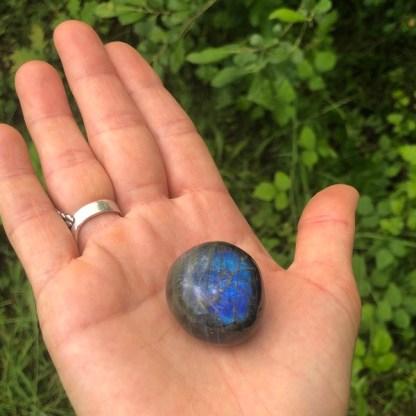 labradoriet trommelsteen nr2 blauw