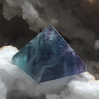 fluoriet piramide gepolijst mineralen