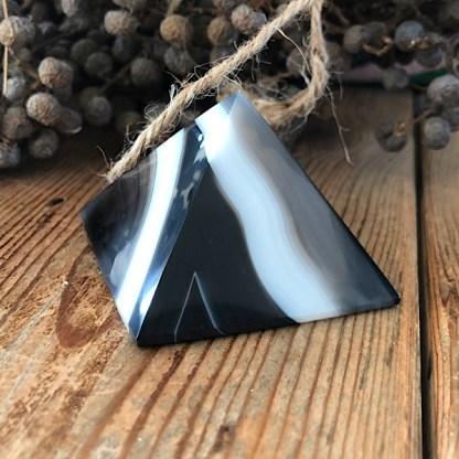 agaat gestreept piramide zwart wit grijs mineralen