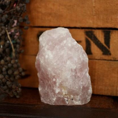 rozekwarts sculptuur ruw mineralen rozenkwarts